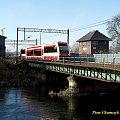 SA132-003 jako pociąg 85728 Piła Główna - Chojnice pokonuje most na Gwdzie opuszczając stacje początkową - 08.11.2007 #kolej #jesień #szynobus #SA132 #PKP