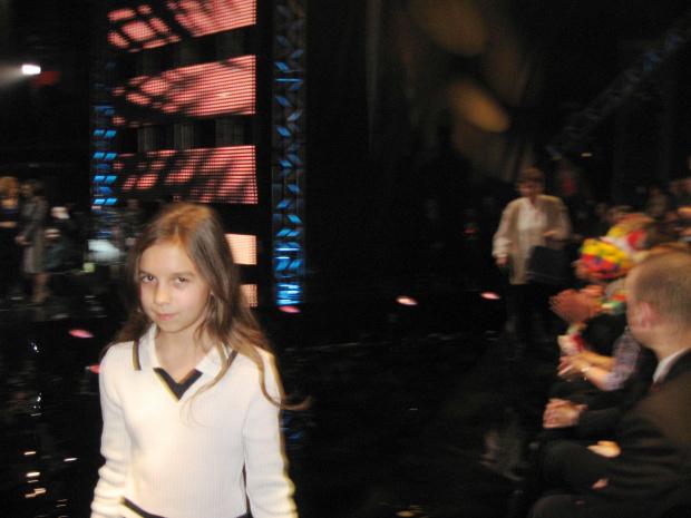 Zosia Tucholska, najmłodsza wolontariuszka, po odebraniu nagrody z rąk Pierwszej Damy - Wielka Gala Wolontariatu 2008