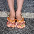 klapki ze swiatelkami! zgascie swiatlo, to moze zobaczycie swiatelka :) #dzieci #chlidren #kids #dziecko #usa #basen #wakacje #holidays #shoes #klapki #buty #stopy #feet