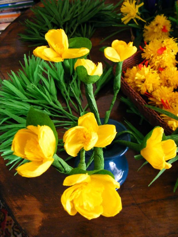 bibułkowa wiosna:) i moje najukochańsze kaczeńce : #kwiaty #bibuła #wiosna