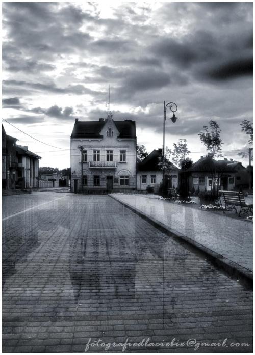 Fragment rynku małego miasteczka na podkarpaciu - Radomyśl Wielki. #Radomyśl #rynek #chmury #miasto