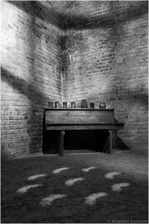 ... #Rzeszów #podziemia #korytarz #korytarze #kredens #lampa #wnętrze