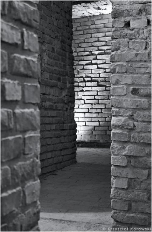 Zdjęcia z cyklu -fotografia wnętrz #Rzeszów #podziemia #korytarz #korytarze #wnętrze #mury