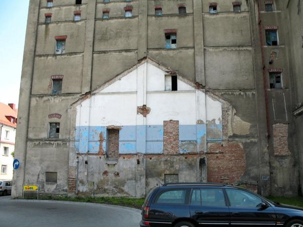 a tak w powiatowym miasteczku - 4 km dalej #budynek #miasto #Głubczyce