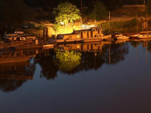 Przystań #woda #noc #łodzie