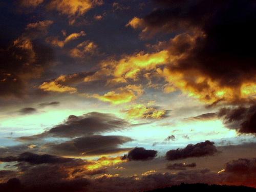 a spektakl wciąż trwa..;) #niebo #chmury #wieczór #spektakl
