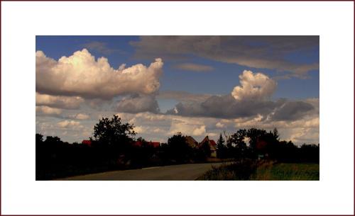 widoczki..z pieknymi obłoczkami.. #widoczek #chmury #niebo #wieś #Czernica