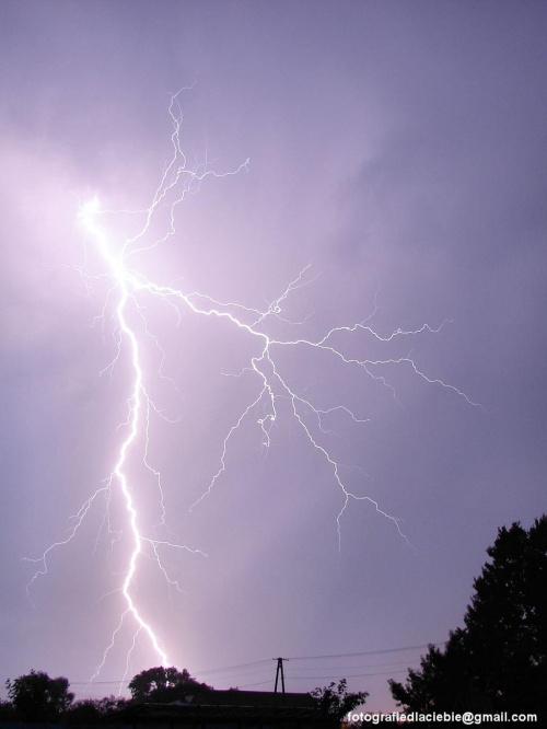 Dużo światła ... #noc #burza #pioruny #błyskawice #światło