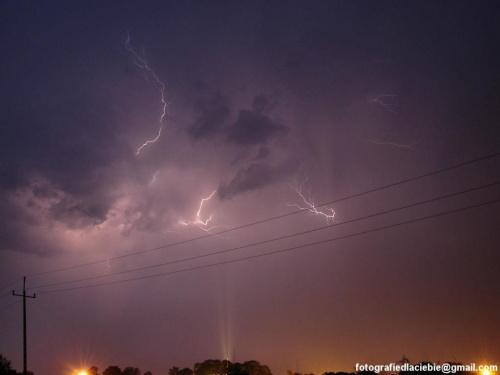 Groźnie nad miastem ... #noc #burza #pioruny #błyskawice #światło
