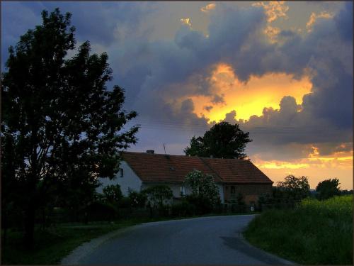 dziurawe niebo ;) #niebo #zachódsłońca #zakręt