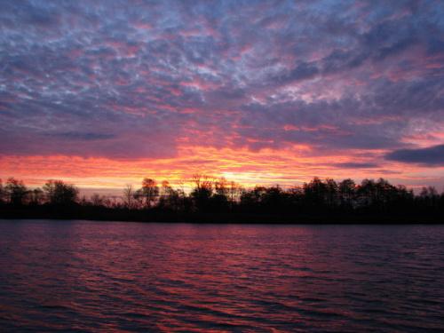 Wschód słońca nad Odrą.