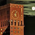 w Polsce Teleexpres - w Norwegii łysy w pełni #księżyc #noc #miasto #architektura #zjawiska