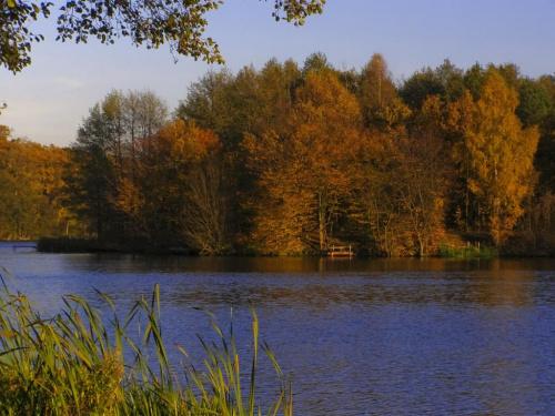 Moje październikowe wakacje. Jezioro na rzece Redze.