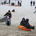 Zabawy na śniegu to prawdziwa frajda :)) #styczeń #snieg #park #dzieci