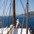 rejs z Santorini do wyspy czynnego wulkanu Neo Kameni #Kreta #wyspa #Santorini #wyprawa #natura #mozre #ocean #zatoka #port #domy #biale #kolory #romantycznie