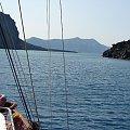 z Santorini płyniemy do wyspy czynnego wulkanu Neo Kameni #Kreta #wyspa #Santorini #wyprawa #natura #mozre #ocean #zatoka #port #domy #biale #kolory #romantycznie