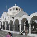 jeden z 350 kościołów w Santorini #Kreta #wyspa #Santorini #wyprawa #natura #mozre #ocean #zatoka #port #domy #biale #kolory #romantycznie