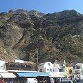 maleńki port Athinios u podnóża Santorini #Kreta #wyspa #Santorini #wyprawa #natura #mozre #ocean #zatoka #port #domy #biale #kolory #romantycznie
