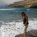 plaża nad zatoką Messara sprawdzam temperaturę wody #Matala #Kreta #groty #katakumby #morze #hipisi #plaża #słońce