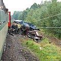"""Samochód ciężarowy do przewozu drewna został kompletnie """"zmielony"""" przez 80-cio tonową lokomotywe. #kolej #wypadek #katastrofa #Piła #PKP #lato"""