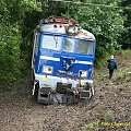 A to lokomotywa, która wyleciała z toru. Ciekawe czy długo polezy i podzieli los tej spod Jastrowia #kolej #wypadek #katastrofa #Piła #PKP #lato