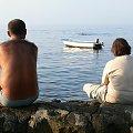 Chorwacja Savudreja, skalista plaża późnym popołudniem. #kamienie #ludzie #plaża