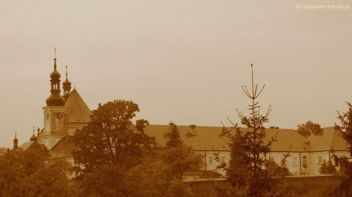 Klasztor o. Bernardynów w Leżajsku #bernardyni #bernardynów #klasztor #kościół #Polska #sepia #historia #krajobraz #lezajsk #lezajsktm #leżajsk #widok #zabytek #zabytki #jesień