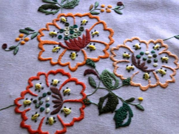 serwetka - haft płaski #serwetka #HaftPłaski #rękodzieło #RobótkiRęczne