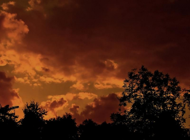 Dzień mówi dobranoc :) Miękinia koło Krzeszowic. #ZachódSłońca #chmury